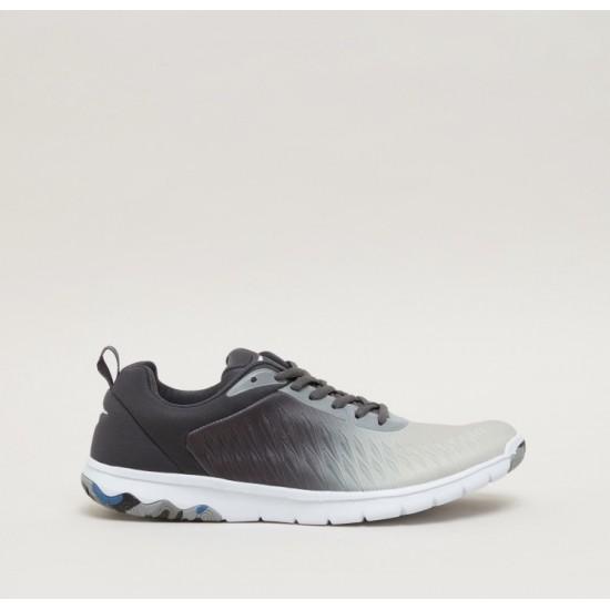 حذاء من شركة تسكتشر